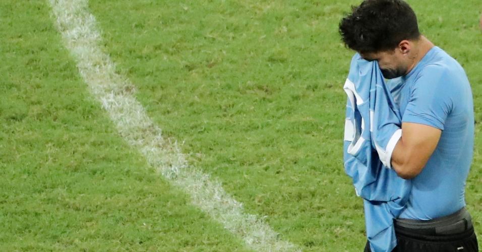 Suárez chora muito após eliminação do Uruguai nos pênaltis