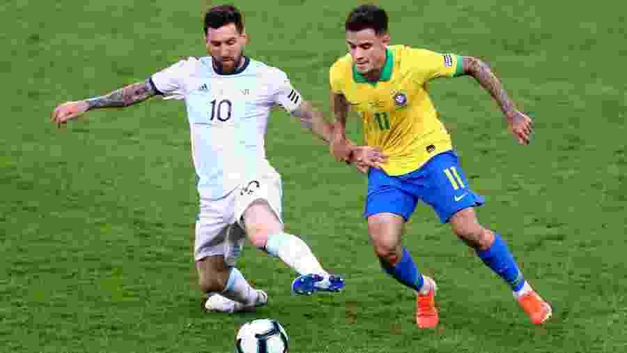 Lionel Messi e Philippe Coutinho no jogo Brasil x Argentina pela Copa América - REUTERS/Pilar Olivares