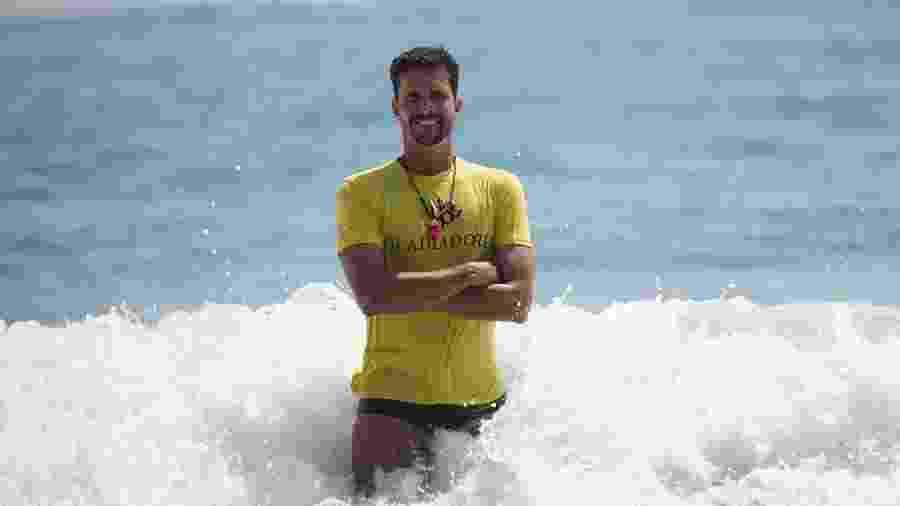 Deputado federal Luiz Lima (PSL-RJ) na praia de Copacabana - Ricardo Borges/Folhapress