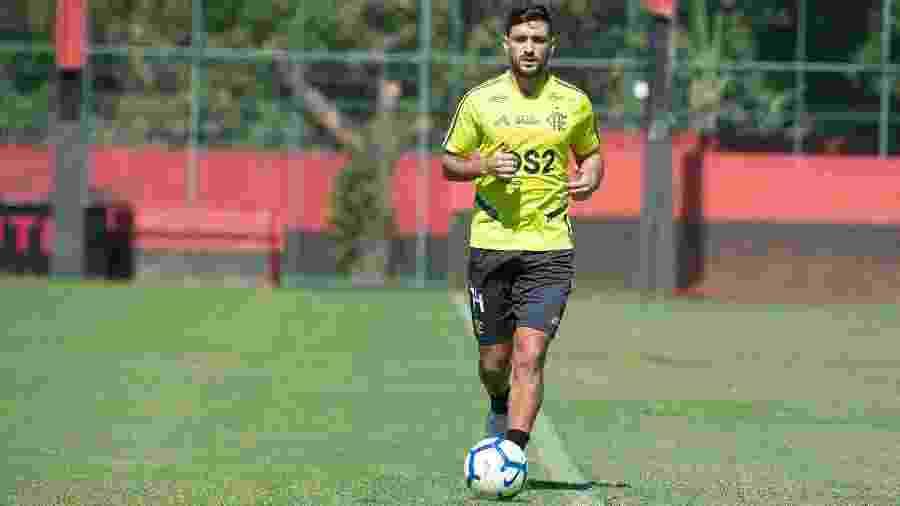 O meia Arrascaeta se recupera de uma cirurgia no joelho esquerdo - Alexandre Vidal/Flamengo