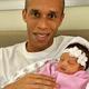 Miranda comemora nascimento de Sara, sua primeira filha