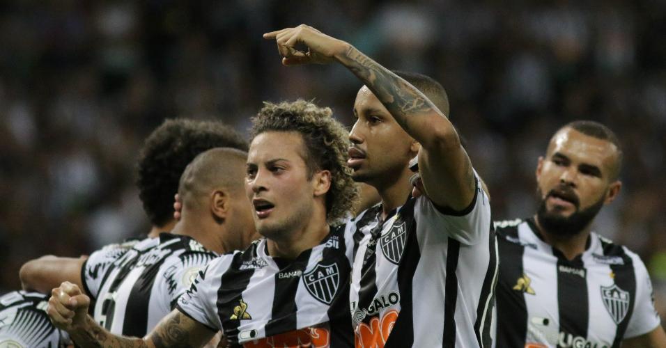 Jair comemora gol do Atlético-MG contra o Botafogo