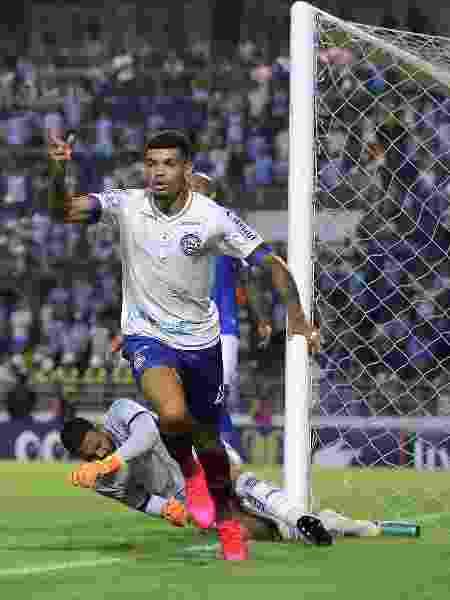 Juninho, do Bahia, comemora seu gol durante partida contra o CSA - Itawi Albuquerque/AGIF