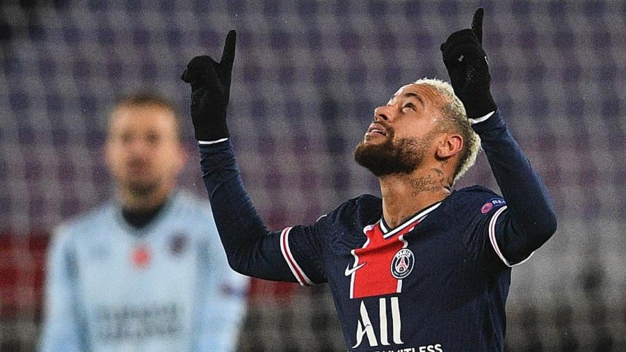 Neymar comemora gol sobre o Istanbul pela Liga dos Campeões - FRANCK FIFE / AFP