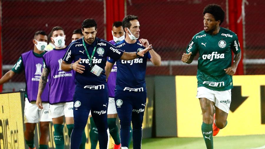 Luiz Adriano comemora gol marcado pelo Palmeiras sobre o River Plate na Libertadores - Marcos Brindicci - Pool/Getty Images