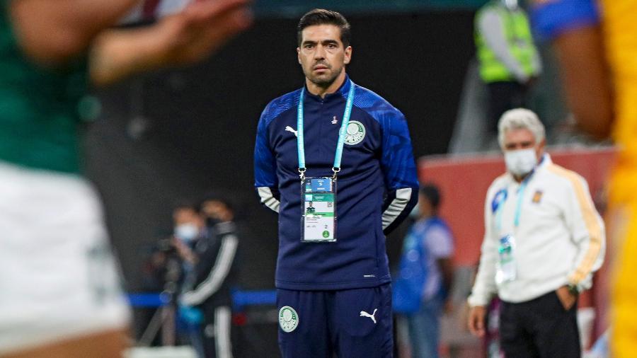 Abel Ferreira acompanha a partida entre Palmeiras e Tigres - KARIM JAAFAR/AFP