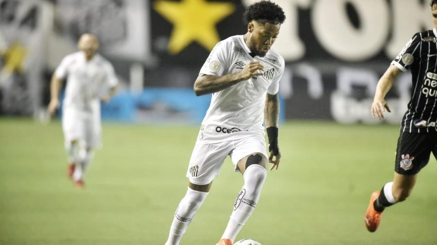 Marinho em ação no clássico entre Santos e Corinthians - Divulgação/Santos FC