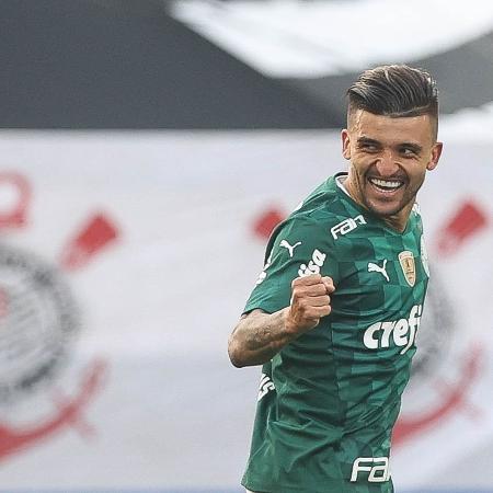 O jogador Victor Luis, da SE Palmeiras, comemora seu gol contra a equipe do SC Corinthians P, durante partida válida pela semi final, do Campeonato Paulista, Série A1, na Neo Química Arena. (Foto: Cesar Greco) - Cesar Greco