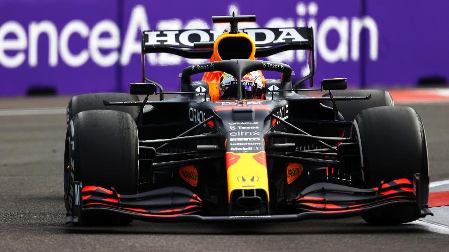 Max Verstappen, da Red Bull, estava com asa menos flexível em Baku - Francois Nel/Getty Images