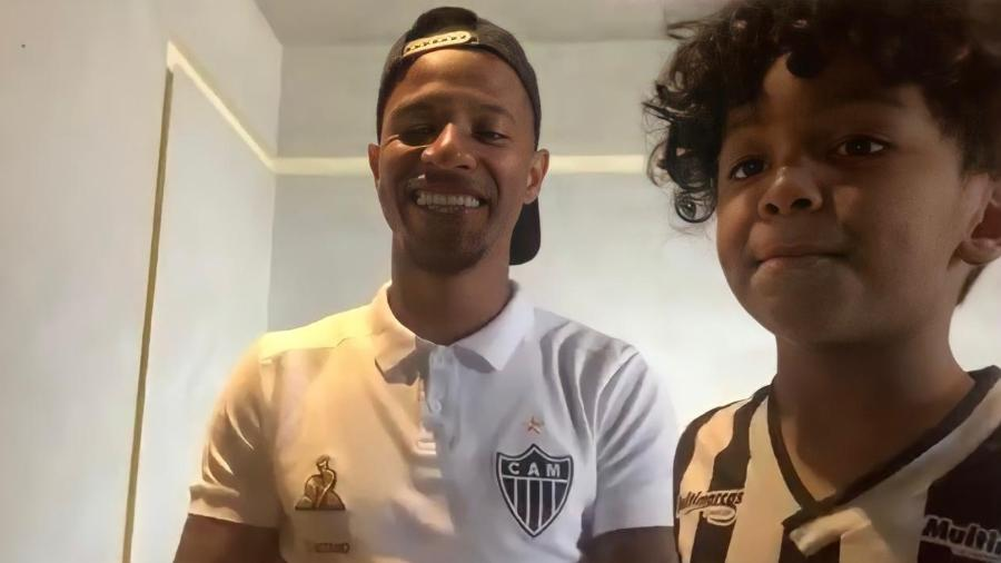 Tchê Tchê e o filho Rhavier, durante entrevista exclusiva ao UOL Esporte - UOL