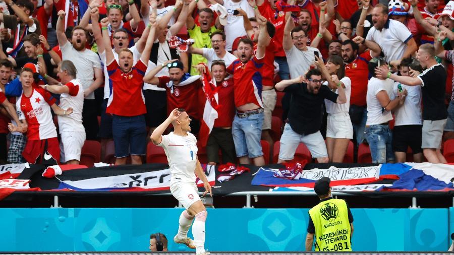 Holes comemora gol da República Tcheca na Eurocopa contra a Holanda - Pool via REUTERS