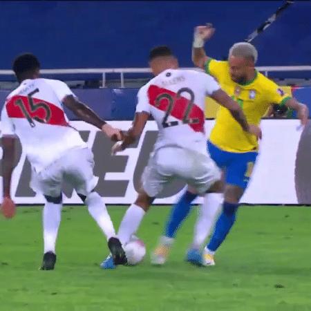 Neymar deu caneta em defensor peruano antes de dar uma assistência para Lucas Paquetá abrir o placar para o Brasil - Reprodução/Twitter@CopaAmerica