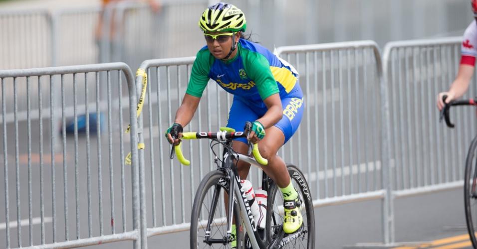 Clemilda Fernandes durante a prova do ciclismo de estrada. Brasileira terminou em 24º