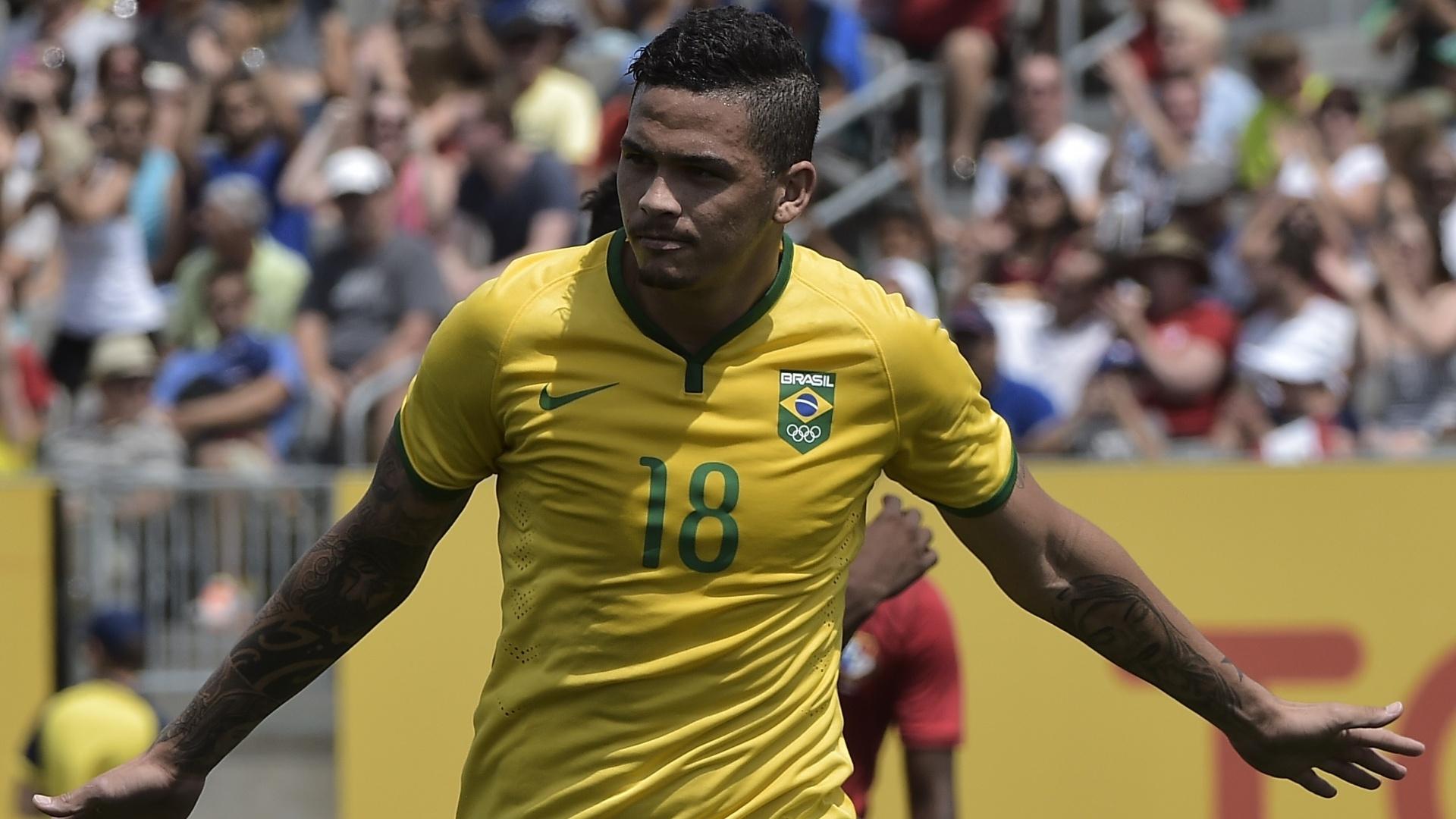Luciano comemora o gol de empate do Brasil com Panamá