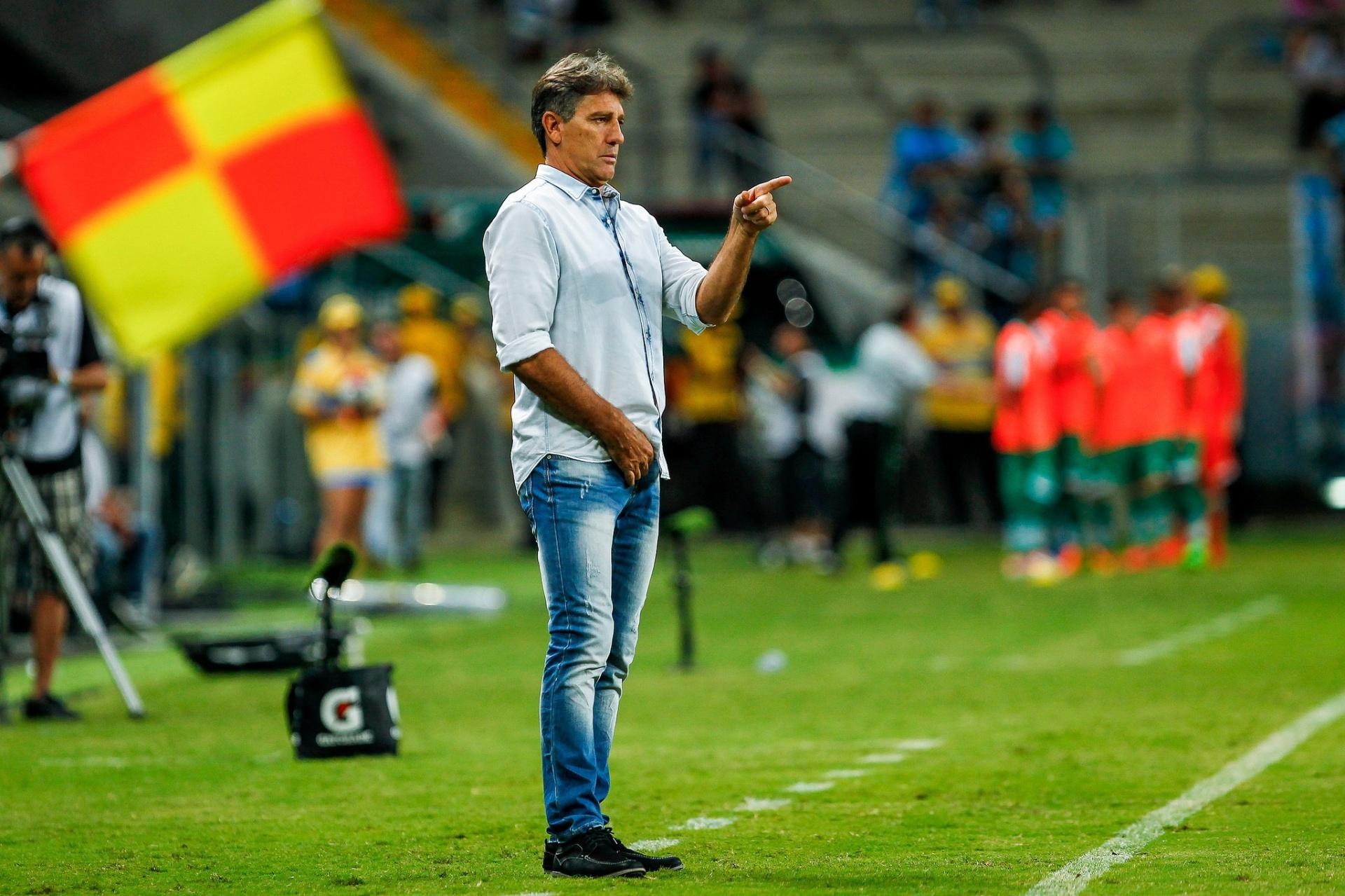 cb2f4761c47a5 Na ruim e na boa  Renato abraça excluídos e minimiza falhas do Grêmio -  31 03 2017 - UOL Esporte
