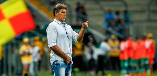 Renato Gaúcho dá força para os jogadores até em momentos de erros claros