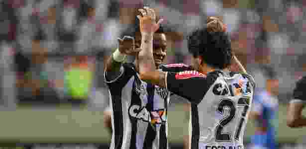 Luan agradece Cazares pela assistência dada na vitória do Atlético-MG sobre a URT - Bruno Cantini/Clube Atlético Mineiro