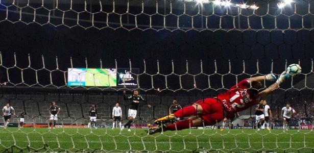 Lucca perdeu um pênalti no duelo com Cássio no jogo do primeiro turno - Miguel Schincariol/Getty Images