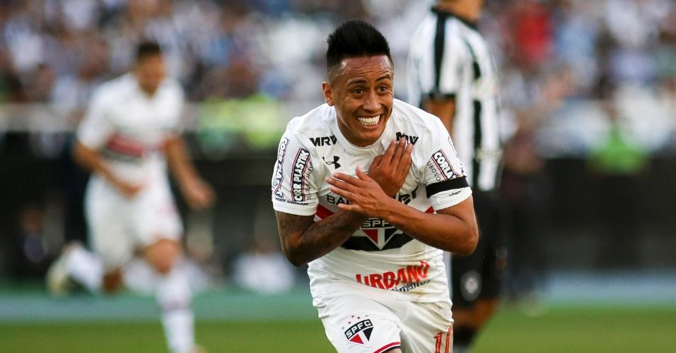 Cueva comemora o primeiro gol do São Paulo na partida contra o Botafogo