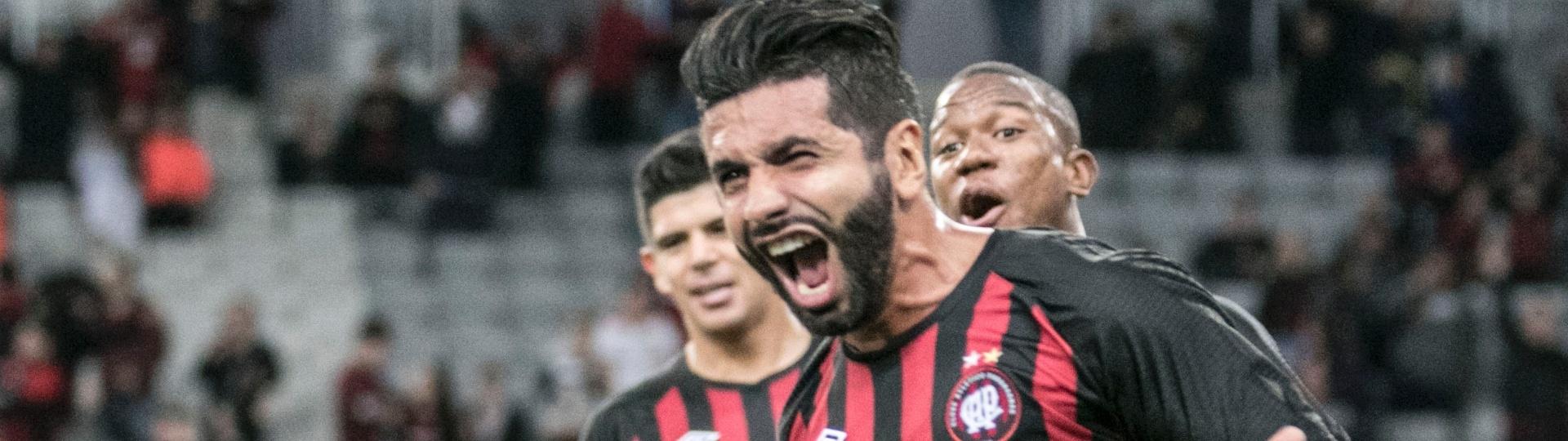 Guilherme brilhou com dois gols