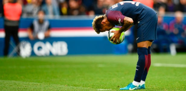 Neymar preferiu ter uma nova experiência na Europa atuando pelo PSG - CHRISTOPHE SIMON/AFP