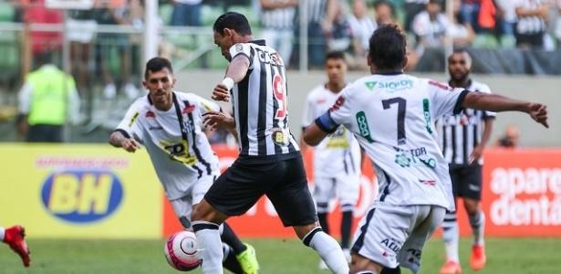 Ricardo Oliveira, atacante do Atlético-MG, diz que jogadores precisam escutar a torcida