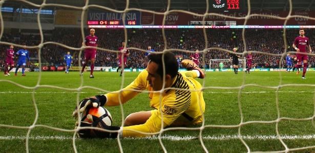 Claudio Bravo tem contrato com o Manchester City até o ano de 2020 - Michael Steele/Getty Images