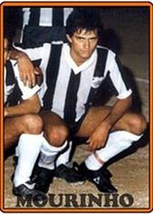 JOSÉ MOURINHO, técnico do Manchester United, teve breve carreira jogando como meia e começou no Rio Ave-POR