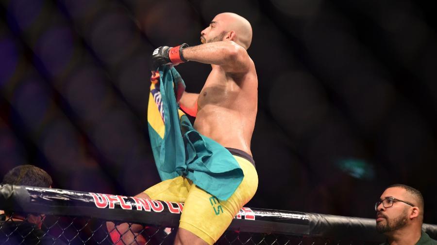 Warlley comemora vitória contra no Rio de Janeiro - Leandro Bernardes/ Ag Fight