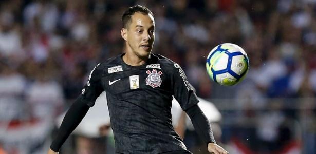 Rodriguinho em ação pelo Corinthians; dívida antiga pode comprometer lucro do clube