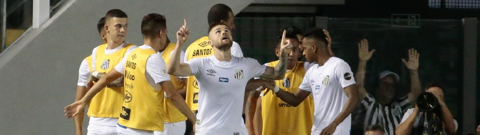 Sasha comemora gol do Santos contra o Fluminense