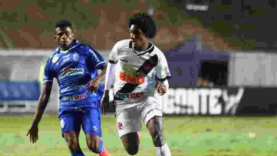 Talles Magno, de 17 anos, conduz a bola durante a partida entre Vasco e CSA em Cariacica (ES) - Carlos Gregório Júnior / Vasco