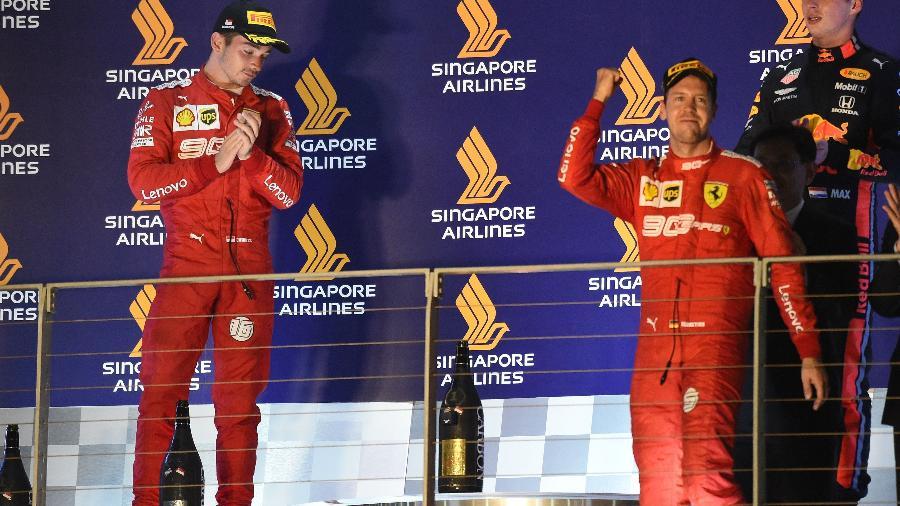 Vettel e Leclerc no pódio do GP de Singapura de 2019, última vitória da Ferrari na Fórmula 1 - Roslan Rahman/AFP