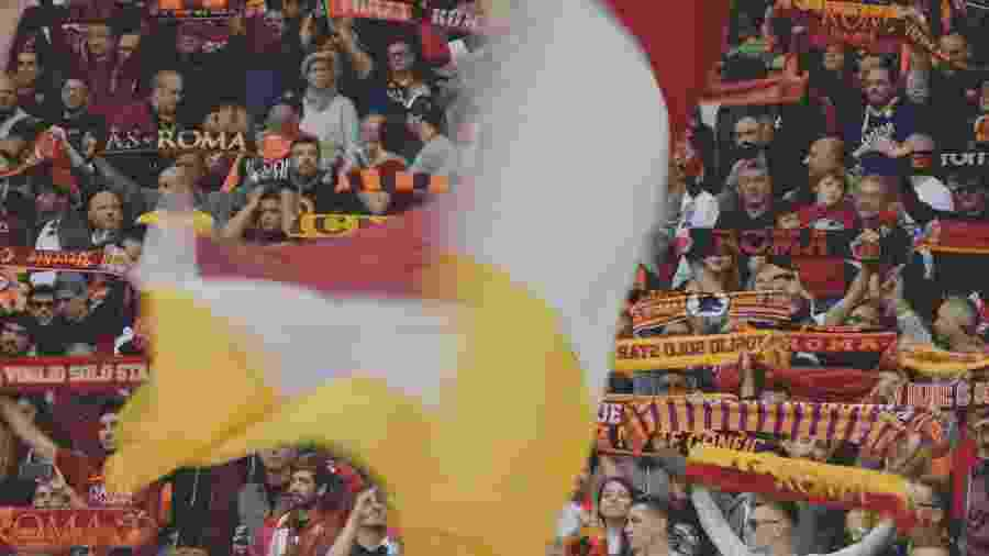 Torcida da Roma durante jogo contra o Napoli - Tiziana Fabi/AFP