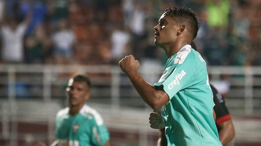 Gustavo Scarpa celebra gol marcado pelo Palmeiras contra o Oeste - Marcello Zambrana/AGIF