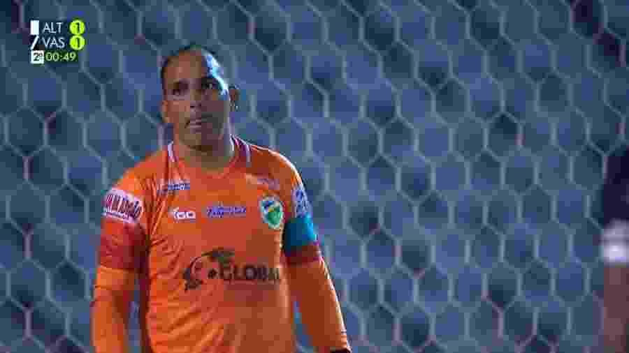 Rodrigo Ramos, goleiro do Altos do Piauí, fez boas defesas contra o Vasco - Reprodução/TV Globo