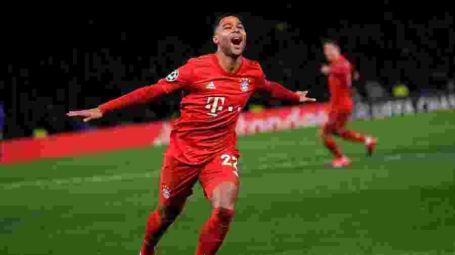 Serge Gnabry comemorando gol do Bayern de Munique sobre o Chelsea - Toby Melville / Reuters