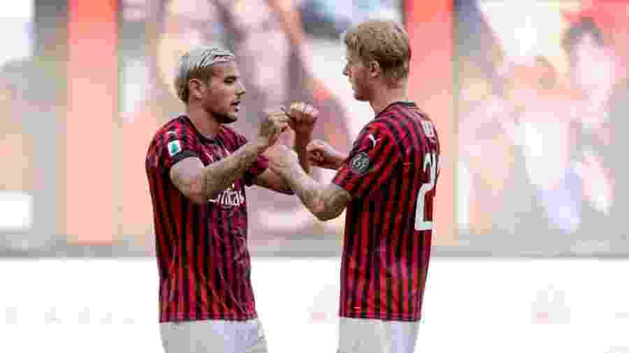 28.jun.2020 - Theo Hernandez e Simon Kjaer comemorando a vitória do Milan sobre a Roma - Soccrates Images / Getty Images