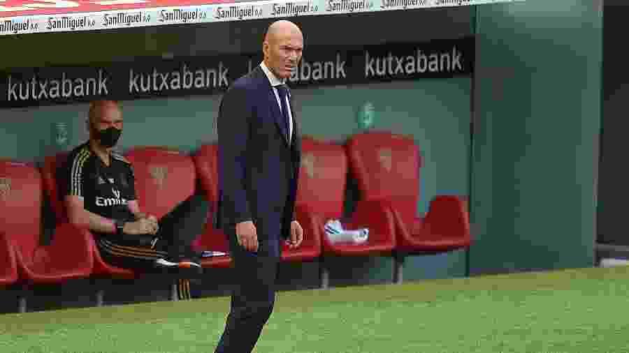Zinedine Zidane no comando do Real: projeção de dificuldades na Champions - ANDER GILLENEA / AFP
