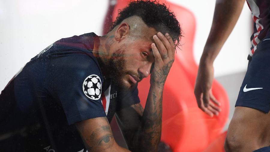 Neymar lamenta o título perdido após a final da Uefa Champions League: PSG 0 x 1 Bayern - Michael Regan/UEFA/Handout/Anadolu Agency/Getty Images