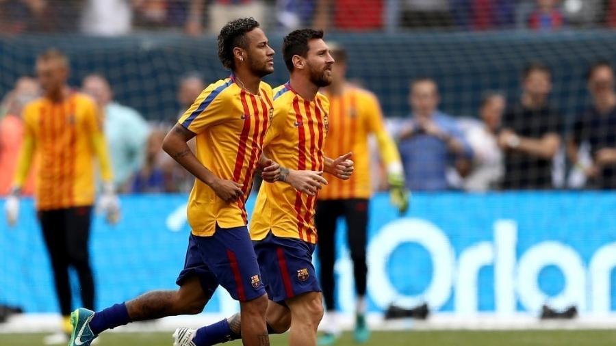 Neymar e Messi, durante aquecimento no Barcelona -  Elsa/Getty Images