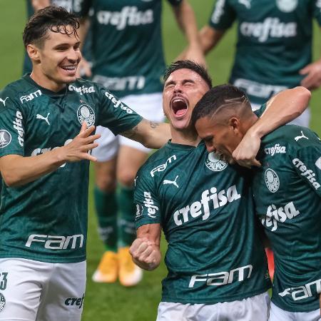 Willian e Gabriel Veron comemoram gol do Palmeiras sobre o Delfin, pela Libertadores - Marcello Zambrana/AGIF
