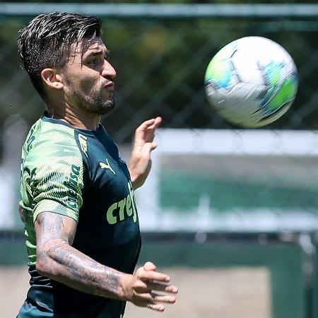 Victor Luis volta a treinar no Palmeiras depois de retornar do Botafogo - Fabio Menotti/Palmeiras