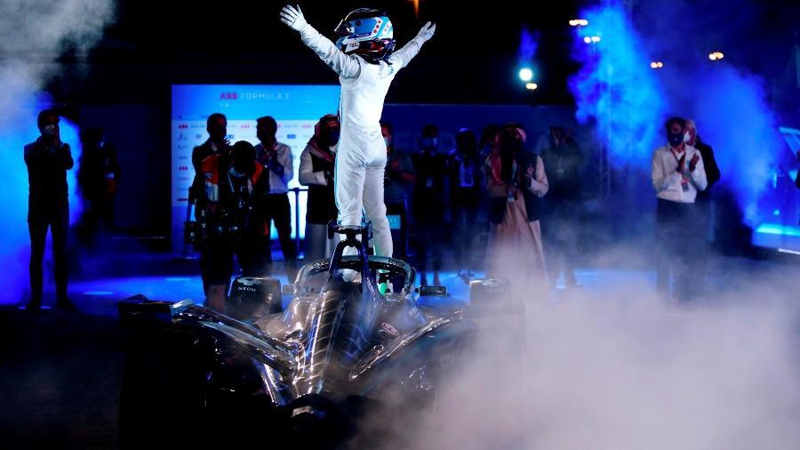 O holandês Nyck de Vries comemora vitória na abertura da temporada 2020/2021 da Fórmula E, em Diriyah, na Arábia Saudita - Andy Hone/Fórmula E - LAT Images