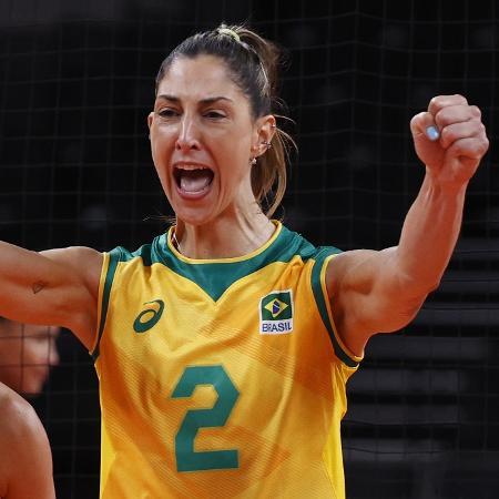 Carol Gattaz celebra ponto da seleção brasileira contra a República Dominicana - Valentyn Ogirenko/Reuters