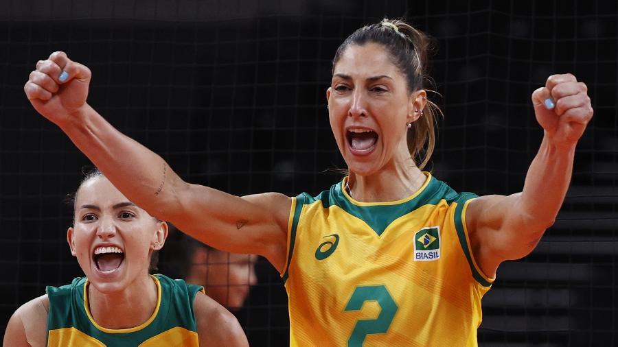 Carol Gattaz celebra ponto da seleção brasileira contra a República Dominicana nas Olimpíadas de Tóquio - Valentyn Ogirenko/Reuters