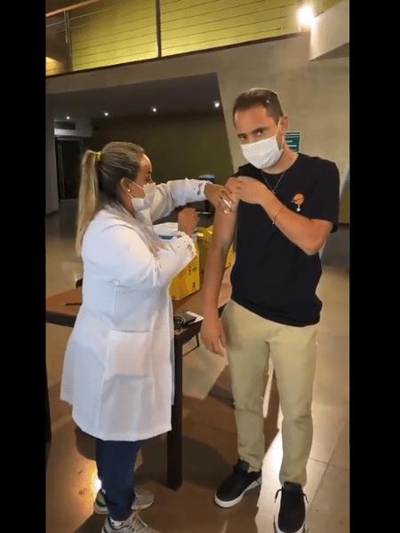 Éverton Ribeiro foi imunizado contra covid-19 - Reprodução