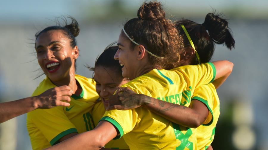 Jogadoras do Brasil comemoram gol contra a Argentina em amistoso - Josemar Gonçalves/AGIF