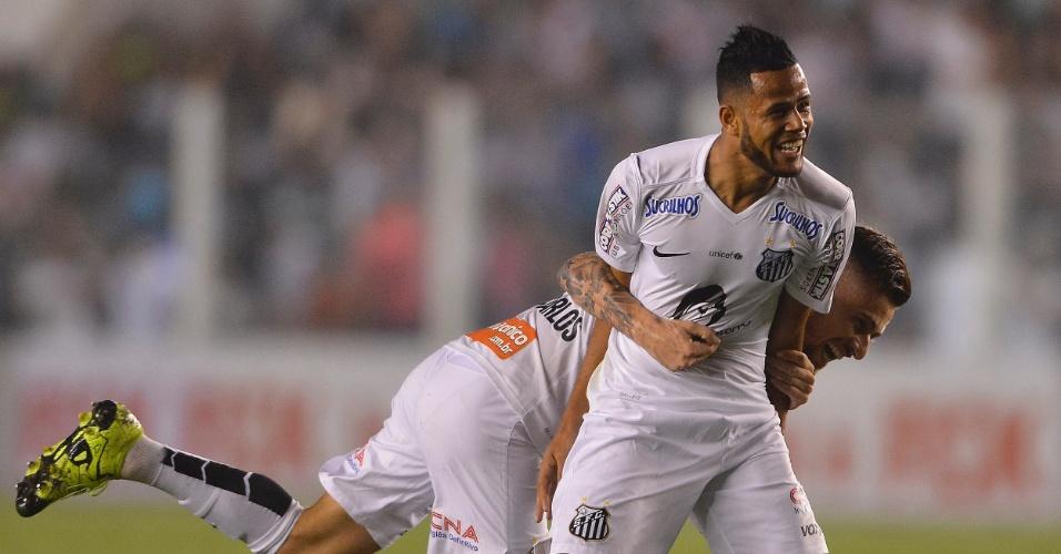 Geuvânio comemora o seu gol pelo Santos na partida contra o Coritiba, pelo Campeonato Brasileiro