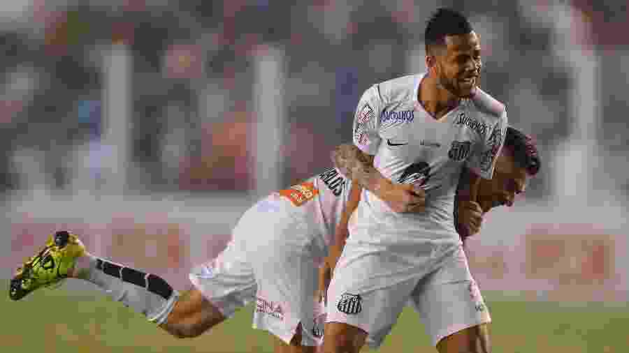 Geuvânio ganhou notoriedade no futebol brasileiro com a camiseta do Santos - Mauro Horita/AGIF